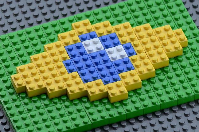 bandeira do Brasil feita de pecinhas de plástico